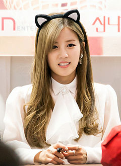 Park Chorong at a fansigning in Mokdong on 7 December 2014.jpg