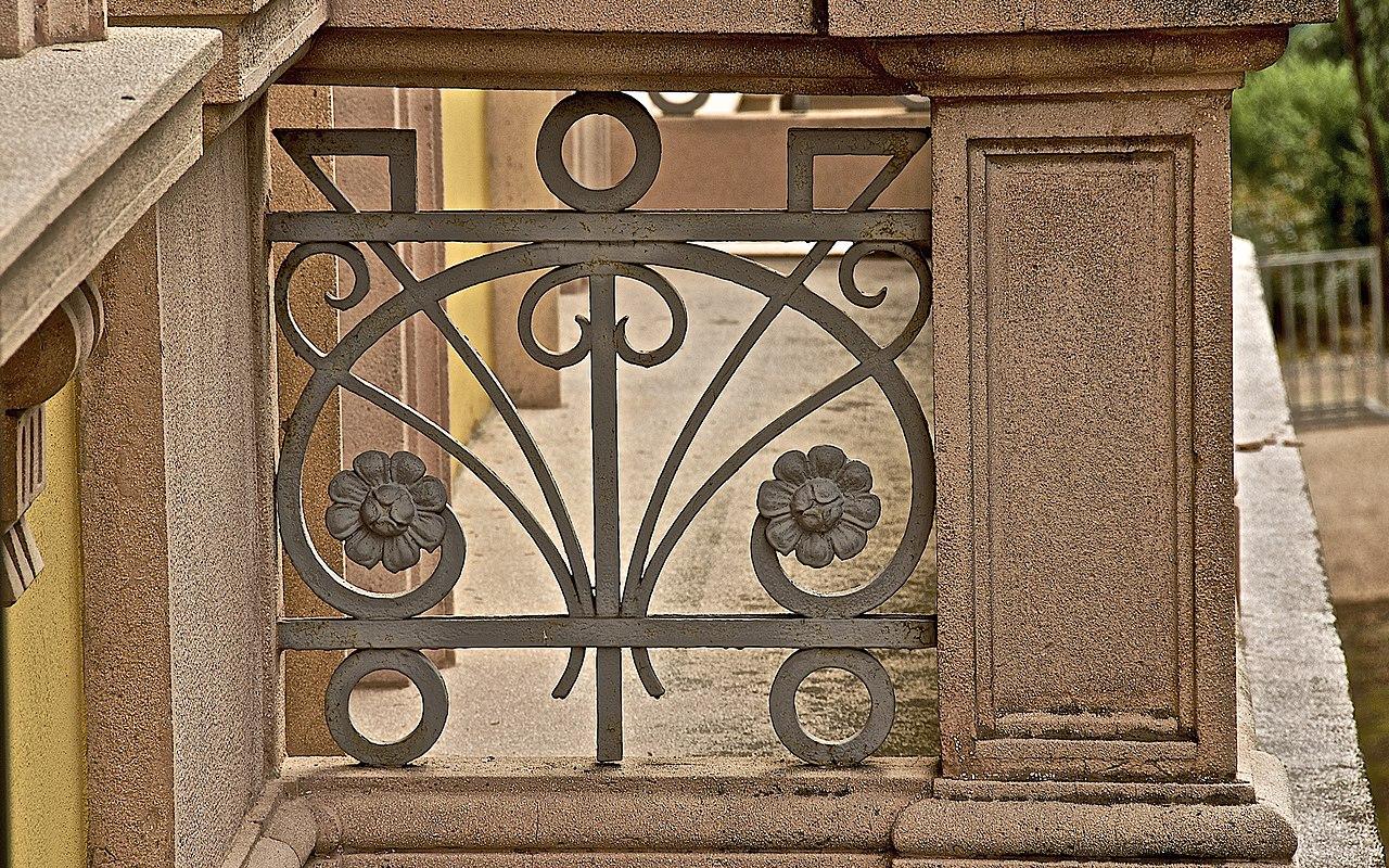 Favori File:Particolare ringhiere balconi in ferro battuto in stile  KR64