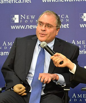 Paul Glastris - Paul Glastris (centre) at a New America Foundation event