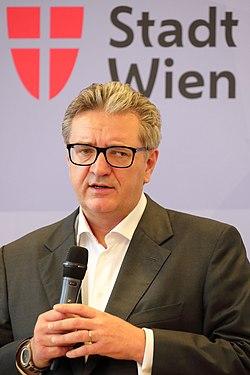 Peter Hacker - Pressekonferenz 10.3.2020.JPG