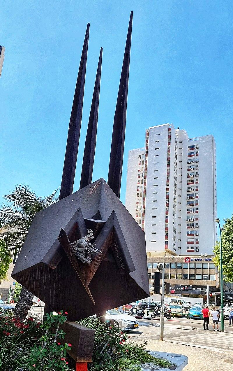 פסל תומרקין בתל אביב