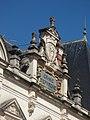 Place de la Halle, Beaune - Caisse d'Epargne Beaune la Halle - sign and coat of arms (35607604506).jpg