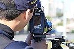 Policiais rodoviários federais operam radar móvel na Linha Verde, em Curitiba (29099442451).jpg