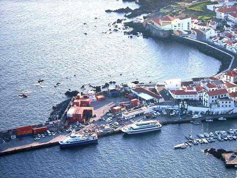 Ficheiro:Porto de Velas, Velas, ilha de São Jorge, Açores, Portugal.jpg