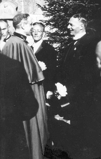 Nunciature of Eugenio Pacelli - Pacelli meeting with local authorities in 1922. Pacelli's public popularity surpassed that of any German cardinal or bishop by 1929.