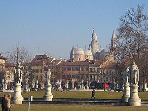 Prato della Valle - Prato della Valle with a view of the Basilica of Saint Anthony of Padua.