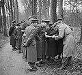 Prins Bernhard met Generaal Majoor A.T.C. Opsomer bij legeroefening op de Veluwe, Bestanddeelnr 904-4742.jpg