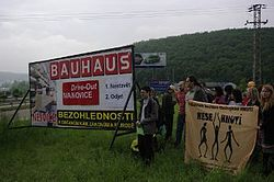 Protest proti Bauhausu 2010.JPG