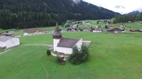 Файл:Reformed church of Davos Frauenkirch, aerial video.webm
