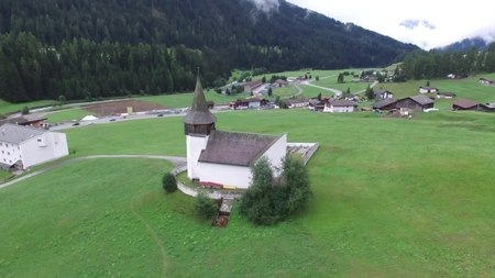 File:Reformed church of Davos Frauenkirch, aerial video.webm
