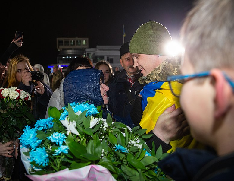 Return of liberated citizens to the territory controlled by Ukraine (2019-12-29) 020.jpg