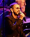 Ringo Starr at Radio City Music Hall (44669289591).jpg