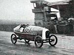 Robert Benoist gagnant du Grand Prix de l'U.M.F. Cyclecars du Mans en 1922, sur Salmson VAL.jpg