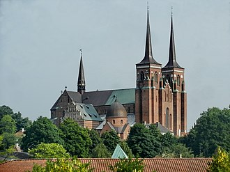 Burial sites of European monarchs and consorts - Image: Roskilde Cathedral panoramio (8)