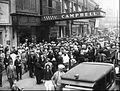 Rudolph Valentino funeral 2 1926.jpg