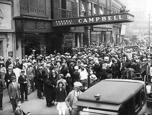 Rudolph Valentino funeral 2 1926