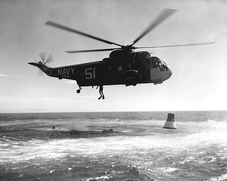 753px-SH-3A_Sea_King_of_HS-6_practices_M