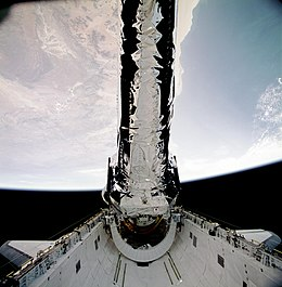 STS-93 Deployment of Chandra (deploy1).jpg
