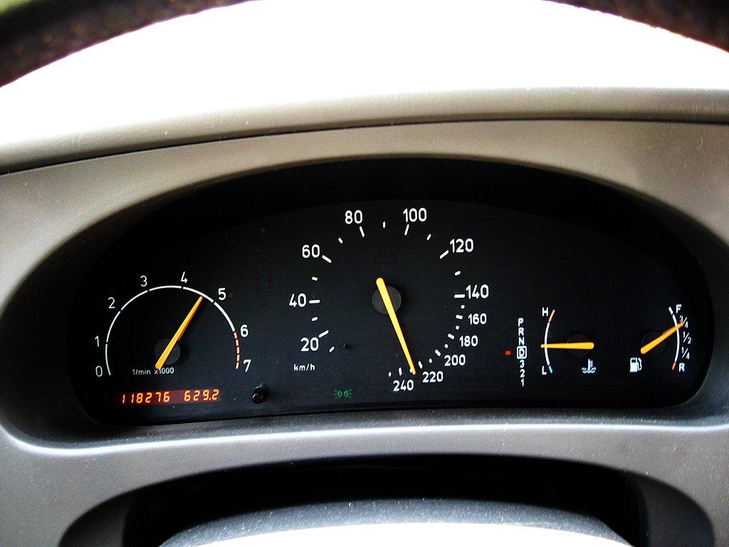 Saab 9-5 2.0t sedan MY2000 Top Speed on Autobahn.jpg