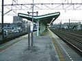 Sagami-railway-main-line-Sagami-otsuka-station-platform.jpg