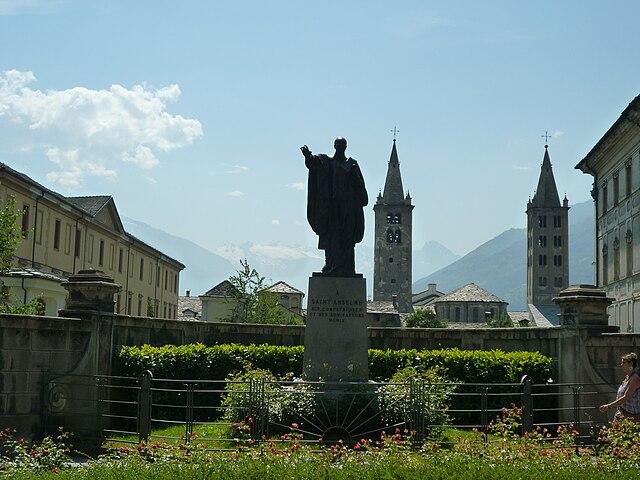 Памятник Ансельму Кентерберийскому в Аосте