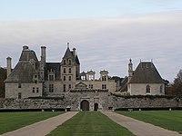 Saint-Vougay (29) Château de Kerjean Extérieur 09.JPG