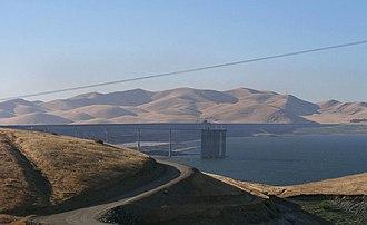 San Luis Reservoir - Image: San Luis 2