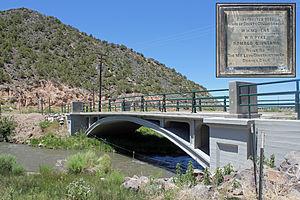 San Luis Bridge - Bridge in 2012; plaque is inset at top-right