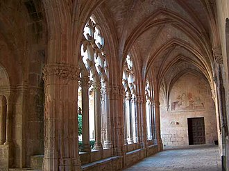 Santes Creus - View of the cloister showing tracery in the Spanish style