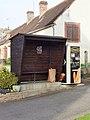 Savigny-sur-Clairis-FR-89-abribus & distributeur à pains-1.jpg