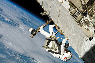 Sellers translating along truss during EVA-3 on STS-121.jpg
