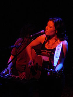 Shannon McNally nel 2006 in concerto alla Headliners Music Hall di Louisville, Kentucky