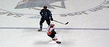 220px-Sharks_vs_Flyers_%2831195489054%29 Joe Thornton Boston Bruins Joe Thornton San Jose Sharks Toronto Maple Leafs