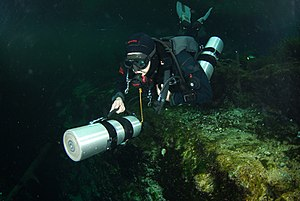 Sidemount diving - Sidemount diver pushing a cylinder in front