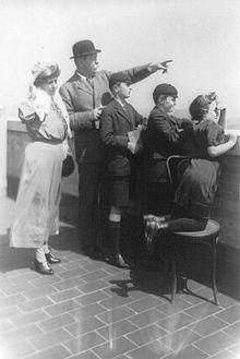 Doyle con la famiglia in visita a New York, 10 aprile 1922