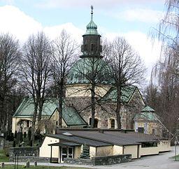 Solna kirke med S:t Martins kapel i forgrunden.