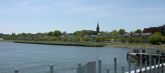 Fair Haven, New Haven - The southern portion of Front Street in Fair Haven, as seen from the Grand Avenue bridge in May, 2005.