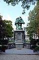 Square du Petit Sablon - Statue centrale back HDR.JPG