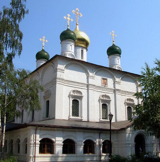 https://upload.wikimedia.org/wikipedia/commons/thumb/1/1c/Sretensky_Monastery_3.JPG/560px-Sretensky_Monastery_3.JPG