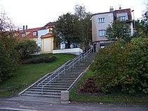 Střešovická, Nad hradním vodojemem, schodiště a zvonička.jpg