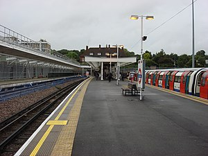 Jubilee line - Image: Stanmore tube station 2