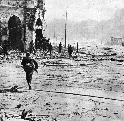 Street fights in in Warsaw Uprising 1944
