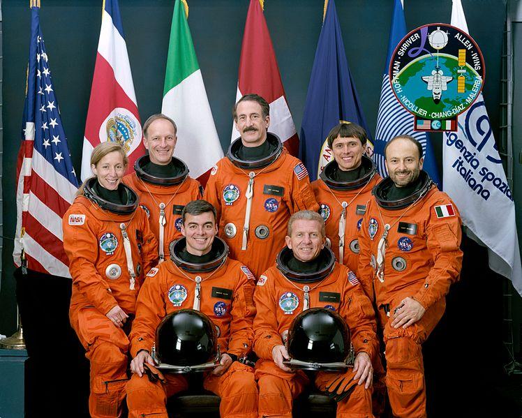 Bestand:Sts-46 crew.jpg