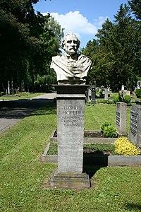 Stuttgart Pragfriedhof Ludwig Hofer.JPG