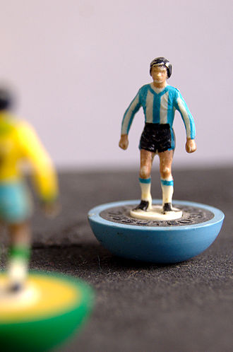 Subbuteo - Players in national team colours from the late 1980s. The main figure is in the colours of the reference 457 Argentina team, while the figure in the foreground is in the colours of the reference 410 Brazil team.