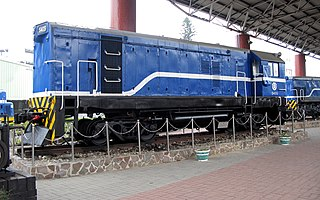 https://upload.wikimedia.org/wikipedia/commons/thumb/1/1c/TRA_S405_at_Miaoli_Railway_Museum_20130125_1.jpg/320px-TRA_S405_at_Miaoli_Railway_Museum_20130125_1.jpg