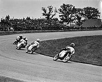 TT te Assen. De 50cc klasse. Nummer 2 Hugh Anderson, 8 Alberto Pagani, 7 Hans-Ge, Bestanddeelnr 915-3148.jpg