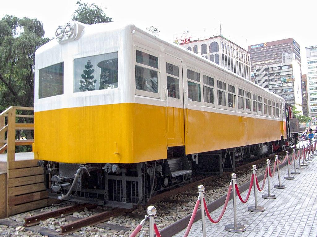 https://upload.wikimedia.org/wikipedia/commons/thumb/1/1c/Taiwan_Railways_Administration_LDR2201_20120520.jpg/1024px-Taiwan_Railways_Administration_LDR2201_20120520.jpg