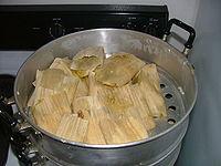 Tamales. La variedad de tamales en México es amplísima, se hacen en hojas de maíz, de plátano o de papatla (achira)