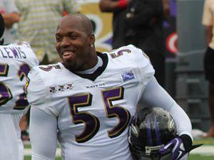 2003 NFL Draft - Image: Terrell Suggs 2011 stadium practice